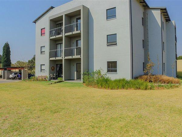 Property For Sale in Jackal Creek Golf Estate, Roodepoort 1